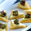 Sprøde nachos med ost og pesto